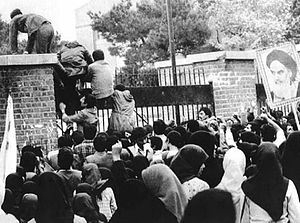300px-Iran_hostage_crisis_-_Iraninan_students_comes_up_U.S._embassy_in_Tehran.jpg
