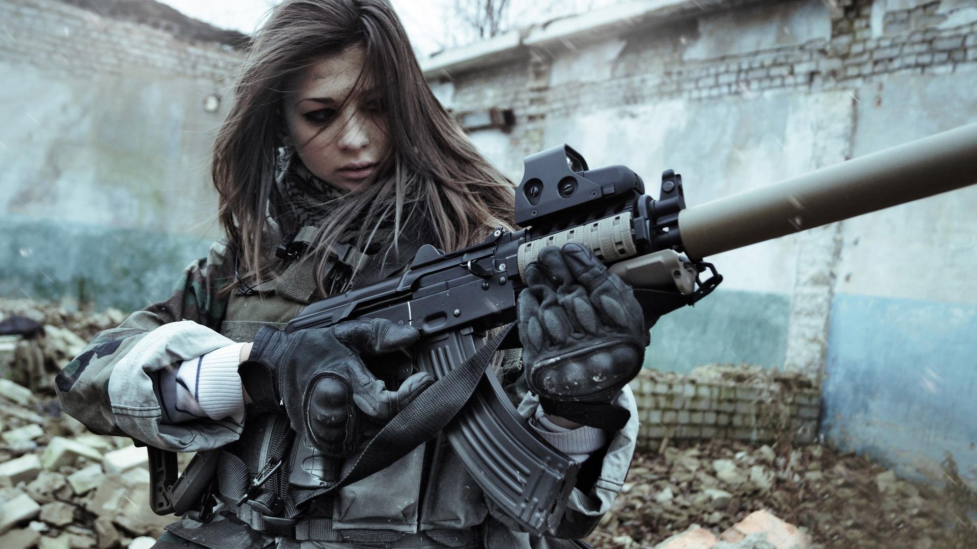 37428_soldiers_woman_soldier.jpg