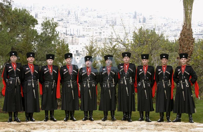 Fuerzas Armadas de Jordania Circassian-guards-in-the-royal-gardens-with-the-city-of-amman-in-the-background-jpg