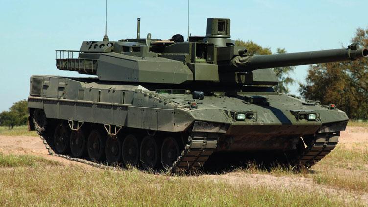 EU-tank-breaks-cover-_ES18D5_ - Copy.jpg
