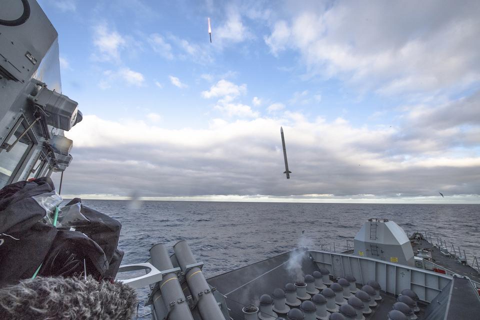 royal-navy-type-23-frigate-hms-argyll-tests-sea-ceptor-missile-against-multiple-targets.jpg