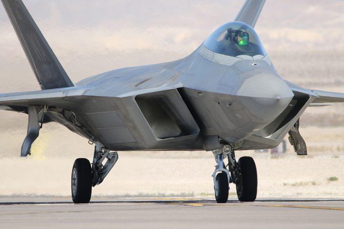 Russia_US-Deconflict_F-22-706x470.jpg
