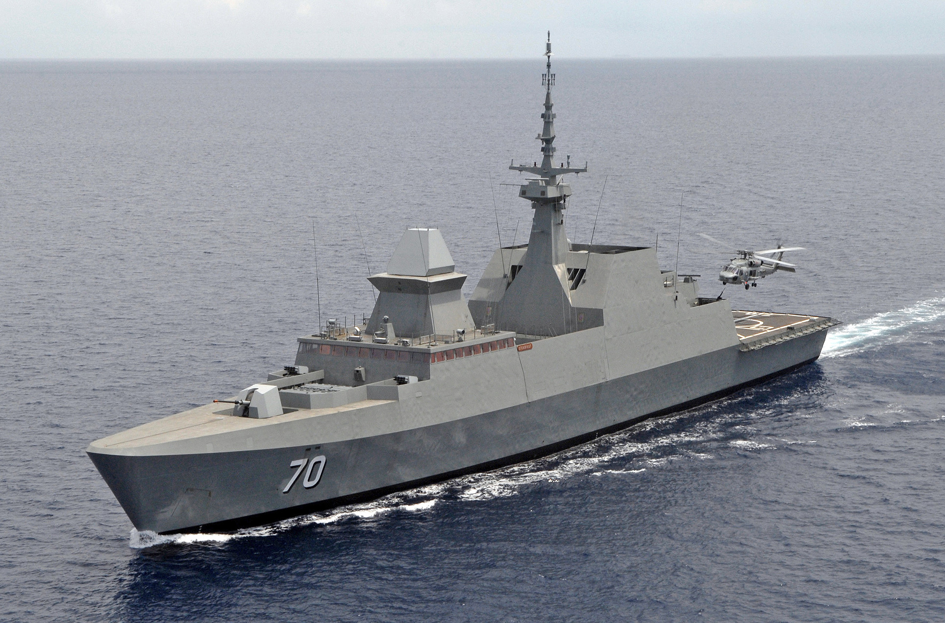 Singapore_Navy_guided-missile_frigate_RSS_Steadfast.jpg