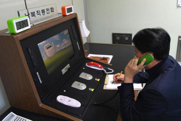 South-and-North-Korea-make-contact-on-communication-line.jpg