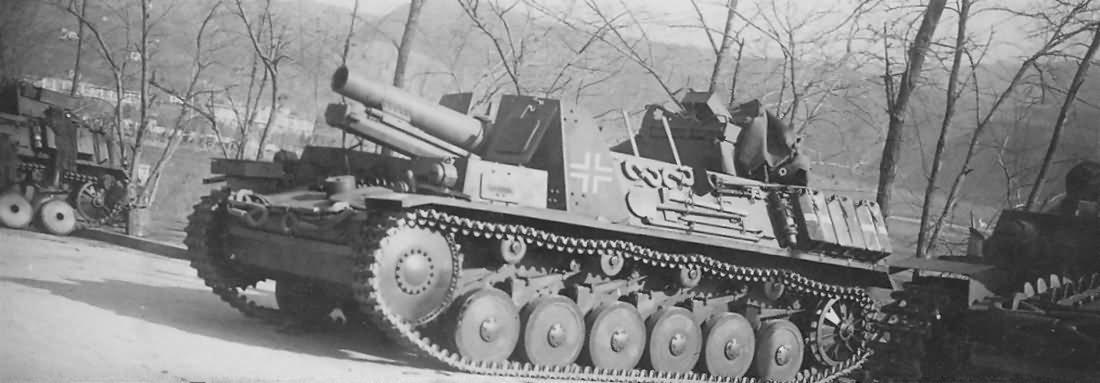 Sturmpanzer_II_Bison_15_cm_sIG_33_schweres_Infanteriegeschutz.jpg