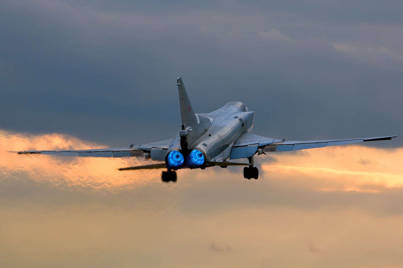 Tupolev_Tu-22M-3,_Russia_-_Air_Force_AN2050083.jpg