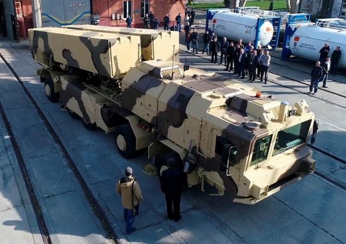 Ukraine_unveils_new_Grom-2_Thunder-2_short-range_surface-to-surface_ballistic_missile.jpg