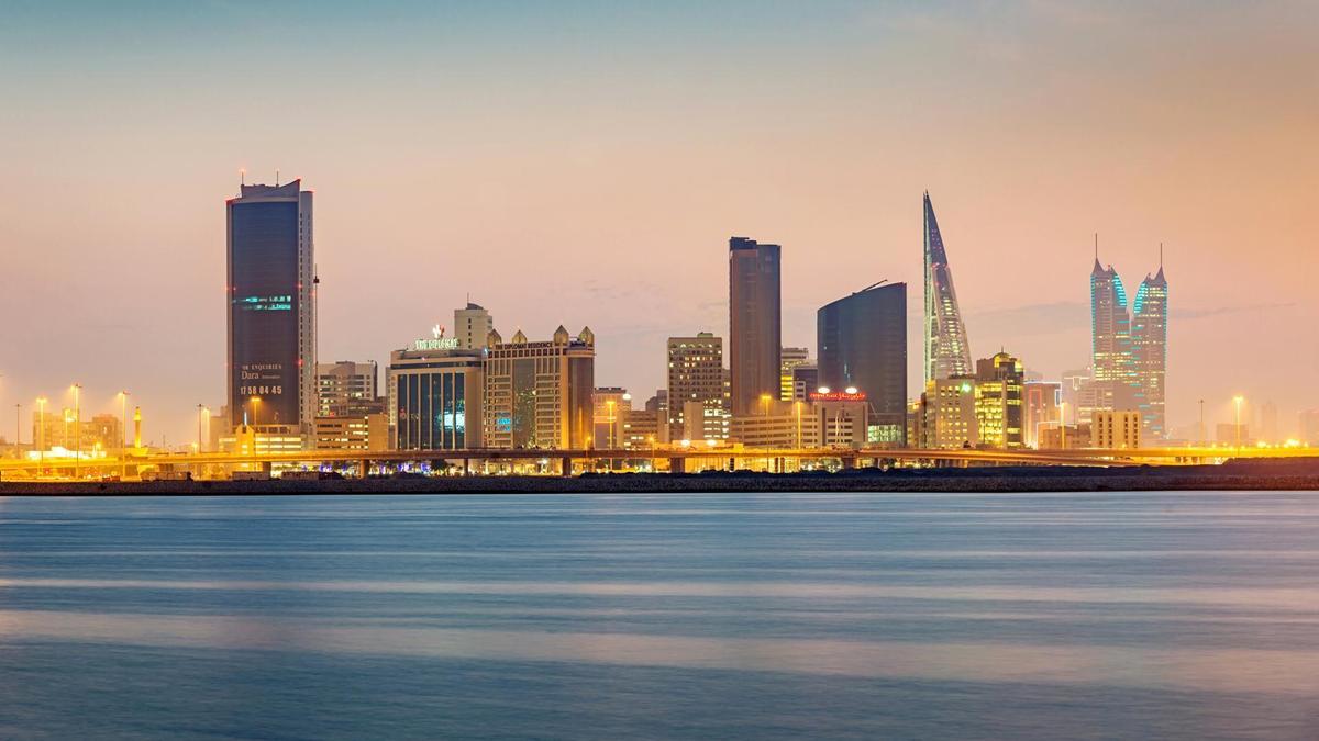 wo16-Qatar-UAEPlane.jpg