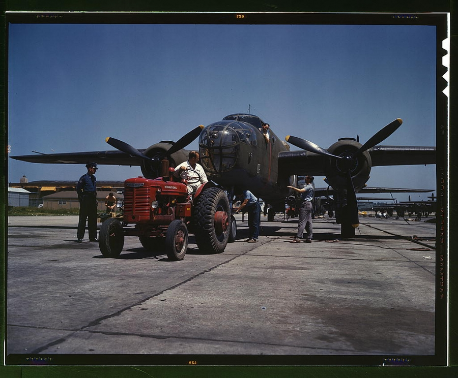 wwii-bomber-airplane-438686-h.jpg