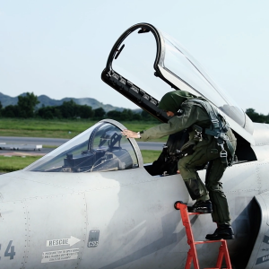 PAF Flying off / 1st Lt JFT Cockpit2.png