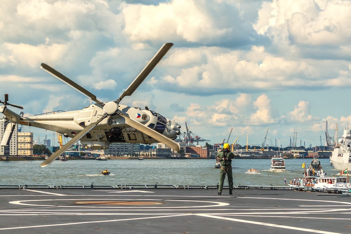 Dutch NH90 during the Harbor Days in Rotterdam 2017.jpg